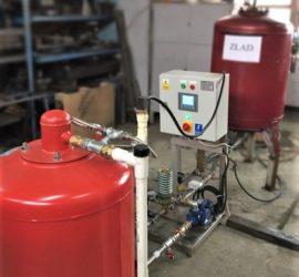 Automatyczny zestaw TERMAX-GP stabilizuje ciśnienie oraz uzupełniania i magazynuje glikol w instalacji